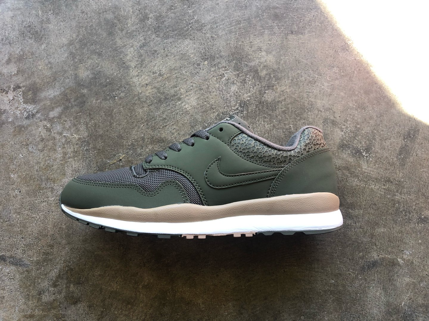 NIKE  AIR SAFARI MEDIUM OLIVE