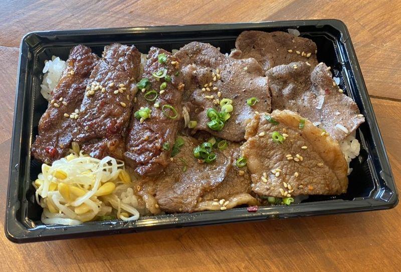 (テイクアウト)牛特選焼肉弁当 900円(税込)